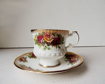 Elizabethan Tea Cup and Saucer Fine Bone China Made in England Georgian Roses