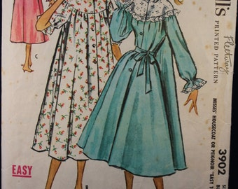 Vintage 1950's Sewing Pattern for a Woman's Negligee in Size 14 McCall's 3902