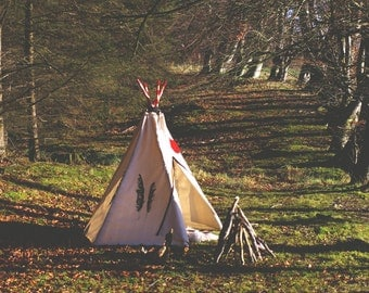 Kids natural canvas teepee with screen printed feathers