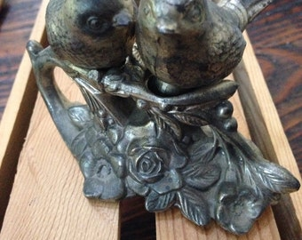Cast metal bird salt and pepper shakers