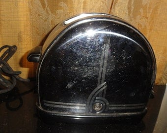 Retro Mid Century Deco Queen Chrome Half Moon Domed Sunbeam T-9 New York Worlds Fair Two Slice Toaster