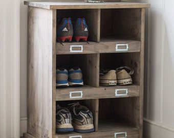 Vintage Style Wooden Shoe Storage Rack With 6 Cubby Holes - Crafted in Spruce. SLWO03