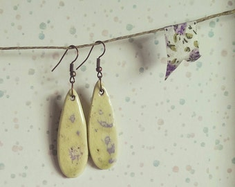 Pendenti a goccia in ceramica. Color verde pastello e lilla. Handmade with love.