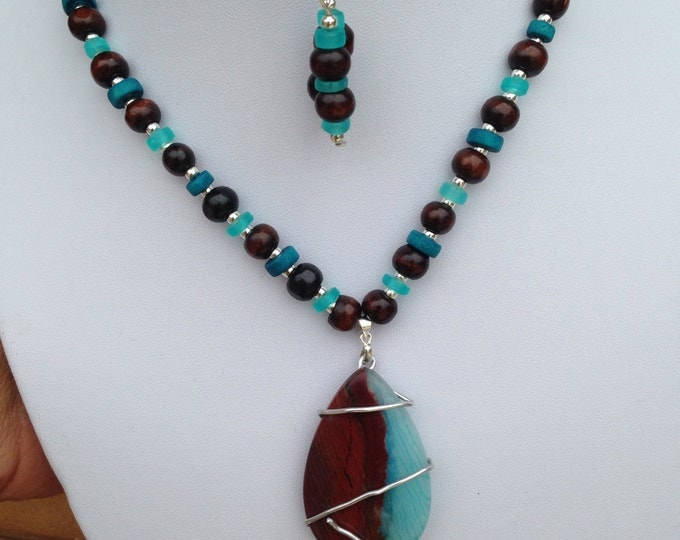 Large Teardrop Agate Pendant with co-ordinating necklace featuring wooden, agate and glass beads, agate jewelry, wooden jewelry