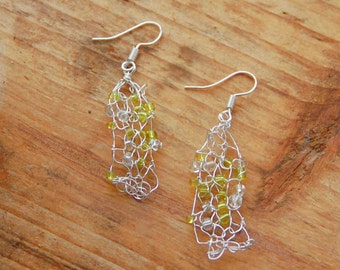 Wire jewellery; beaded earrings handknitted in spring green
