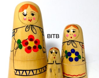 Vintage Nesting Dolls, Matryoshka Dolls, Babushka Dolls, Rare Babenskaya Conical Dolls. Mint Condition. Set of Three Blonde Maidens.
