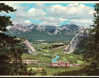 Banff Springs Hotel / Banff National Park / Alberta, Canada / Dist Byron Harmon Photo / Postcard