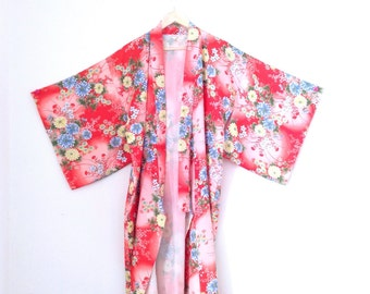 Vtg kimono, floral print, fully lined duster kimono. Made in Japan. One size