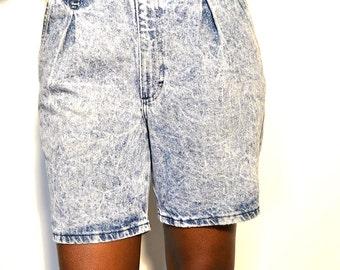 Vintage denim shorts/ Acid wash shorts/ Vintage acid wash shorts/ Denim shorts/ Size 32
