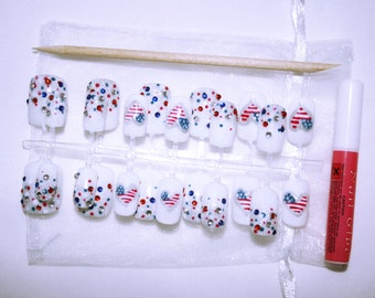 Hand Painted Short to Medium Length 4th of July False Nails // Gifts for Her // Faux Ongles // Uñas Postiza // Falsche Nägel