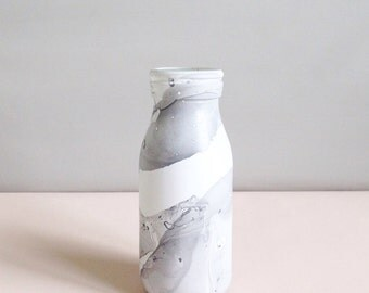 Marble effect mini milk bottle