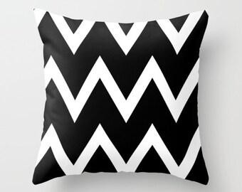 Throw Pillow - Chevron Pillow - Decorative Pillow - Black and white chevron  Pillow - Decorative cushion  - geometric pillow