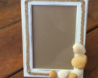 Seaside photo frame with clam shells, beach theme photo frame, beach wedding memento, clam shell frame, seashore decor, beach frame