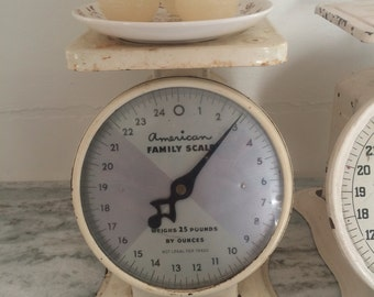 "VINTAGE KITCHEN SCALE~Shabby Creme / Off-White Color~American Family Scale, 25 Lbs~Chippy ""Fixer Upper"" Look for a Farmhouse Country Kitchen"