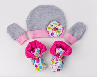 Soft sole booties + cap Sizes 0-6 months