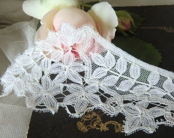 White Vintage of antique French lace tulle lace collar collar lace boudoir shabby chic