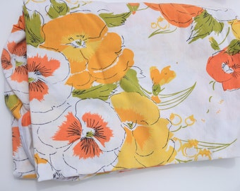 Fitted vintage sheet twin great for bedding or crafting