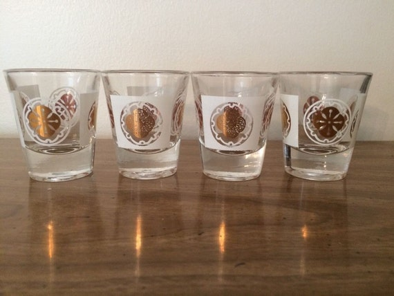 Mid Century Anchor Hocking Medallion Gold and White Shot Glasses 4 Mint