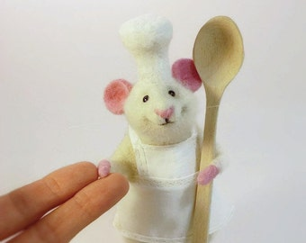 Needle Wool MADE TO ORDER White mouse Mouse kitchen Mouse delicious dish Mouse in kitchen Cute mouse Vintage mouse Mouse chef Spoon mouse