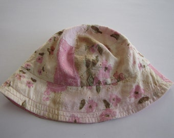 Reversible hat for girl