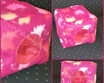 Hedgehog Cozy Cube Hideout / Cuddle Cube / Fleece cube / Cube Hideout / Small Animal bed