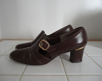 1960s women's shoes, pumps, brown, gold, buckle, size 7, 2 inch heel, oxfords