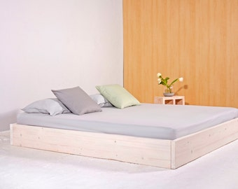 Purist bed from recycled lumber. SIGONSE