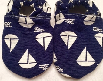 Canvas stay-on slippers