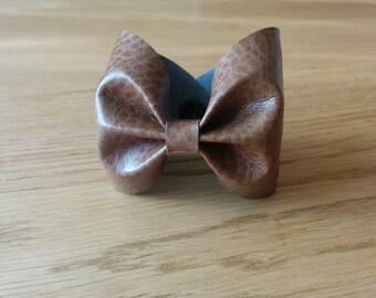 Bow tie Brown croco leather bracelet