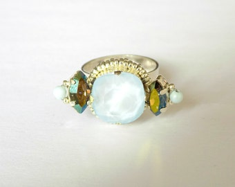 Embroidered ring with cristal blue stone