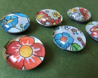 Glass Magnets set of 6 Vintage Style Flowers