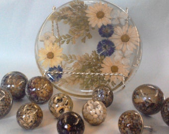 Retro-Tastic Resin Kitchen Accessories - Dried Flower Trivet and Herb/Seed Drawer Pulls