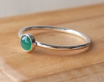 Green Agate Silver Ring - Green and Silver Ring - Green Jewelry - Emerald Green Ring - Green stacking ring - 5mm Cabochon Gemstone Ring -