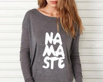 Long Sleeve T Shirt, Savasana, Slouchy, Namaste, breiten Hals, aus der Schulter, Yoga, Pilates, Dark Grey Heather/White-T-Shirt von Sloganfit