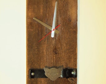 """wall clock in century-old barn wood 49 x 24 cm - Cats - reclaimed barn wood wall clock, the Cats 19 x 9 1/2 """""""