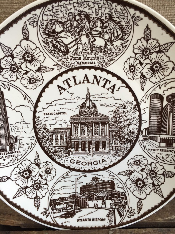 "Atlanta, Georgia 10"" Vintage Smiles Industries Collector Plate, Stone Mountain Memorial, Hyatt Regency, Atlanta Airport, Peachtree Center"