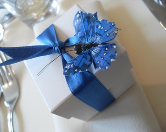 10x favour box with feather butterfly