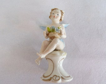 Angel vintage Capodimonte Italy signed Villard Angel collection biscuit collection france vintagefr shabby vintage porcelain