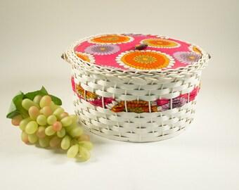Vintage round sewing basket 70s