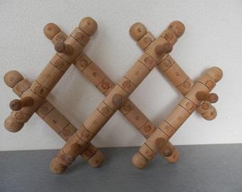 Vintage Clothes Rack / Vintage Wooden Accordion Peg Rack / Vintage Wooden Rack / Accordion Wall Hanger / Vintage Peg Rack .