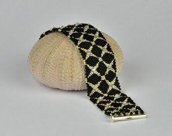 bracelet in black silver - peyote beaded bracelet Beadwoven Cuff  Jewelry Handmade Beadwork