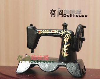 1:12 Dollhouse Miniature Vintage Black Tailor Sewing Machine  D54