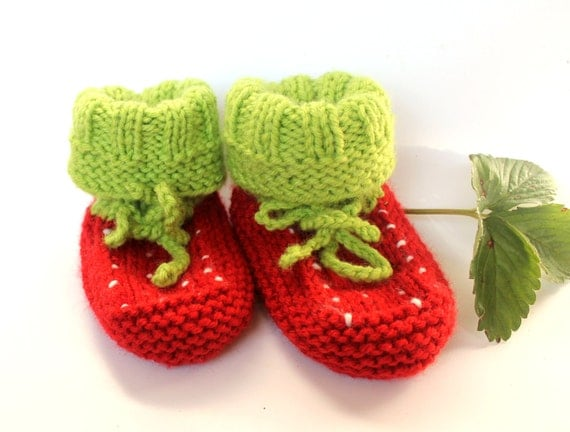 Intarsia Knitting Patterns For Children : Knit Baby booties Strawberry baby girls shoes