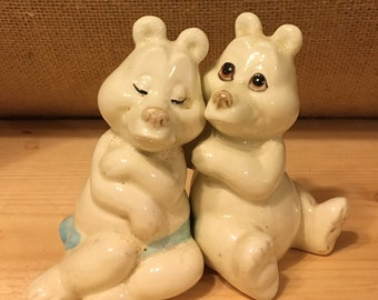 Pair of Hand-Painted Ceramic Salt and Pepper Shaker Hugging Bears Quon Quon.