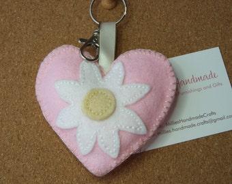 Pink Daisy Heart Keyring