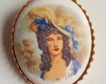 Beautiful Vintage Gold Tone Porcelain Portrait Pin Brooch
