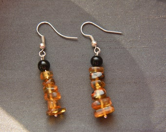 Beads of amber and black agate earrings