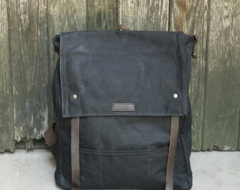 Flap-top waxed Canvas backpack with leather straps (Black)