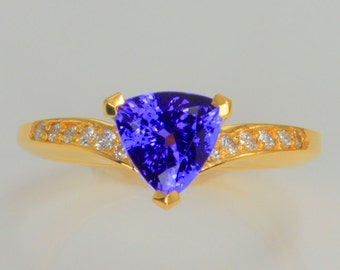 Trilliant Tanzanite Ring 1.78 Carat with Vivid Color