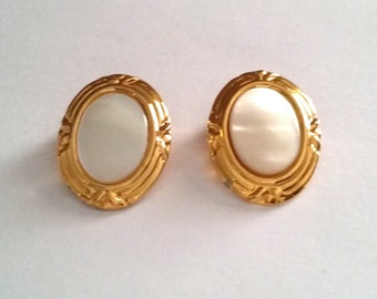 Vintage Gold Tone Mother of Pearl Clip On Earrings